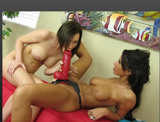 Онлайн фото порно лесбиянки страпон